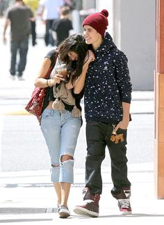 Omg. That is the cutest outfit on Selena. Too bad they broke up so cute