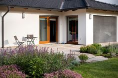 Zahrada zvlněná   Atelier Flera Boxwood Garden, Garage Doors, Patio, Outdoor Decor, Instagram, Home Decor, Gardening, Atelier, Decoration Home
