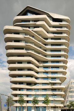 Marco Polo Tower, Hamburg Hafen City. Die oberste Wohnung kostet 6,4 Mio €, die da drunter etwa 2,4 Mio €
