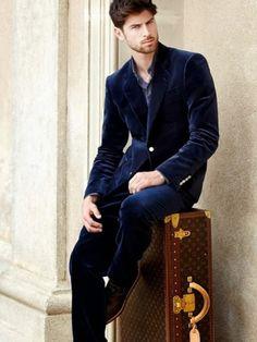 Nos gusta el top Ferran Calderón, de Sight Management Studio, como 'L'Homme Vuitton' de Louis Vuitton, fotografiado por Andrea Bielsa. Y, ¿a ti?