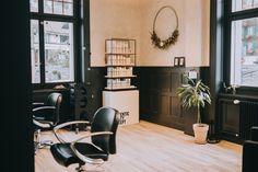 Mein eigener kleiner Coiffeur Salon in Oberhofen am Thunersee bei Thun. Table, Furniture, Home Decor, Decoration Home, Room Decor, Tables, Home Furnishings, Desks, Arredamento