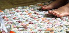 Se você é costureira ou se você faz trabalhos manuais com tecidos, com certeza terá vários retalhos em casa. Então, basta colocar as mãos na massa e fazer