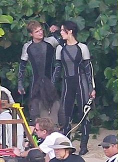 New Hunger Games 2,Catching Fire Set Pic Shows New Peeta,Katniss Plotting Action | Hollywood Hills