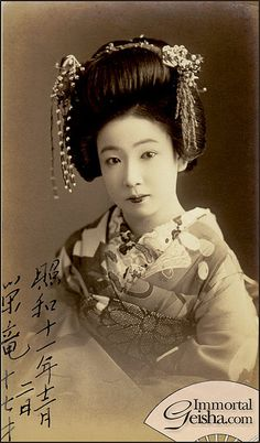 Hangyoku from Akasaka by Naomi no Kimono Asobi, via Flickr