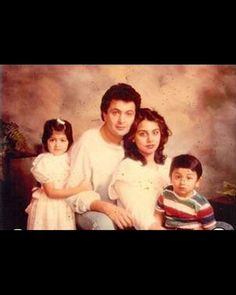 Here is a another picture of Rishi Kapoor's family from the 90's.