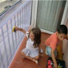Red Protectora para barandas. Red de protección infantil para barandillas. Evita que los niños introduzcan su cabeza entre los barrotes de barandillas de balcones, escaleras interiores etc., y el lanzamiento de objetos al exterior 95 x 280 cm