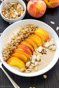 Pie Smoothie Bowl - A thick, creamy, protein filled peach smoothie with all the flavors of peach pie! Serve it in a bowl topped with granola, almonds, and fresh peach slices for a fun and filling breakfast! Fruit Smoothies, Healthy Smoothies, Smoothie Recipes, Healthy Juices, Breakfast And Brunch, Breakfast Bowls, Breakfast Ideas, Vegan Breakfast, Raspberry Breakfast
