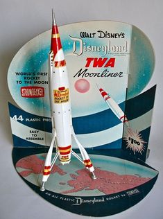 Disneyland TWA Moonliner, not weird, cool! Retro Toys, Vintage Toys, Vintage Robots, Sean Parker, Retro Rocket, Sci Fi Models, Space Toys, Vintage Disneyland, Vintage Space