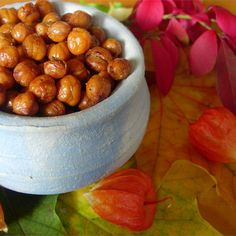 Keep these pantry items on hand for quick healthy snacking during the hectic holidays. Chickpea Recipes, Vegan Recipes, Cooking Recipes, Ketogenic Recipes, Diabetic Recipes, Delicious Recipes, Easy Healthy Breakfast, Healthy Snacks, Oven Roasted Chickpeas