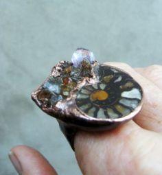 Côté vintage: une bague cuivre massif : magnifique ammonite .... : Bague par les-reves-de-minsy