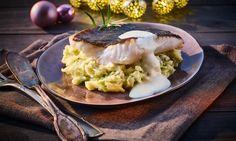 Steinbuttfilet mit Kartoffel-Spitzkohl-Stampf und Estragonschaum Rezept: Gebratenes Steinbuttfilet mit raffiniertem Stampf und einer leichten Fischsoße - Eins von 7.000 leckeren, gelingsicheren Rezepten von Dr. Oetker!