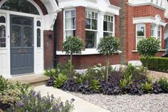 Front garden design in Turney Road, London, 2 – Front garden design in Turney Ro… Diy Garden, Front Driveway Ideas, Front Yard Decor, Cedar Trellis, House Front, Small Front Gardens, Yard Decor, Front Garden Ideas Driveway, Front Garden Design