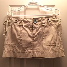 ✨NWOT✨Khaki Skirt✨ 100% cotton, never worn, very soft, so many pockets! American Eagle Outfitters Skirts