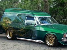 Deterrent or attractant ? YOU decide ! Either way, way cool van ! Australian Muscle Cars, Aussie Muscle Cars, Sexy Cars, Hot Cars, Holden Premier, Holden Australia, Day Van, Funny Disney Memes, Cool Vans