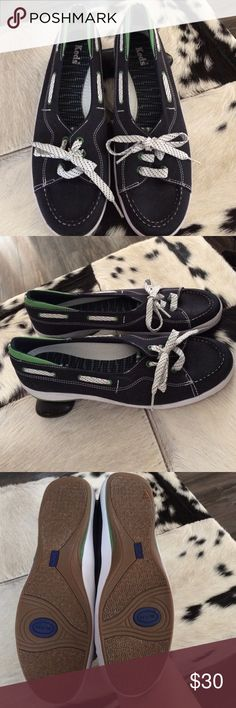 💙💚Adorable Keds Boat Shoe Sliders💙💚 Adorable Keds Boat Shoe Sliders -- worn once! - super cute and comfy - navy with white trim and laces -- green detail on heel and grommets - laces have navy and green detailing 💙💚 Keds Shoes