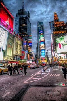 Times Square Theatre District, New York Places Around The World, Oh The Places You'll Go, Places To Visit, Around The Worlds, Times Square, Famous Places, City Lights, New York City, Travel Inspiration