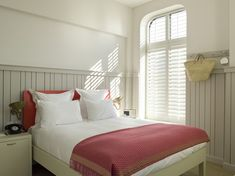 4 Smart Tips to Decorate Small Bedrooms