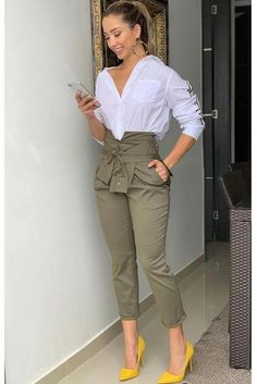 Check out this feminine fashion outfits that are awesome. Stylish Work Outfits, Business Casual Outfits, Classy Outfits, Stylish Outfits, Girly Outfits, Office Outfits, Fall Outfits, Trend Fashion, Work Fashion