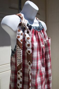 Making mens clothes more fashionable. An old t-shirt and a tie as the string, going to make this sometime!