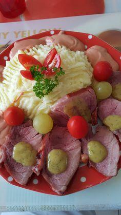 Heute beeindruckt mich die Unvergleichliche mit einem Gericht aus meiner Heimat. Kartoffeln mit einem gebratenen Schinken vom kleinen Schwei...
