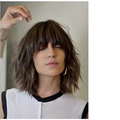 The Effective Pictures We Offer You About hair lengths videos A quality picture can tell you many th Medium Bob Hairstyles, Hairstyles With Bangs, Cool Hairstyles, Black Hairstyles, Bridal Hairstyles, African Hairstyles, Headband Hairstyles, Medium Hair Styles, Short Haircuts