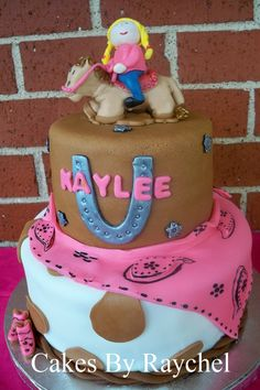 My Creative Way: Cowgirl Fondant Cake with Matching Cowgirl Cupcakes