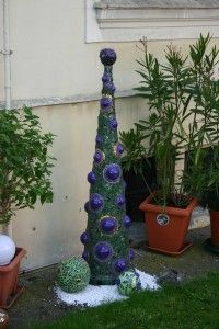 mosaic garden pointy sculpture