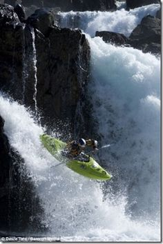 cool exciting awesome crazy extreme sports canoeing kayaking waterfall (7)