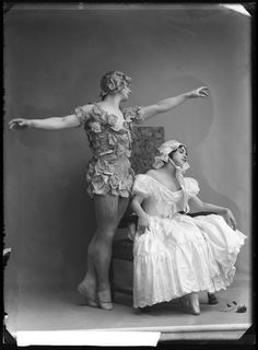 Fokin & Fokina, Stockholm 1914 Mikhail Fokin and Vera Fokina in the ballet Le spectre de la rose. Glass plate negative.