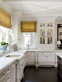 There is nothing I love more than a classic white kitchen . except for a classic white kitchen with blue and white accessories! We recentl. White Kitchen Cabinets, Kitchen Cabinet Design, Kitchen And Bath, New Kitchen, Kitchen Dining, Kitchen Decor, Dark Cabinets, Kitchen Sink, Kitchen Wood