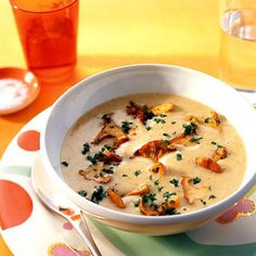 Pfifferlingssuppe - ¡Que rico! Whole Wheat Banana Bread, Whole Wheat Pancakes, Swiss Recipes, German Recipes, Soup Recipes, Cooking Recipes, Vegetarian Mexican, European Cuisine, Western Food