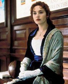 Kate Winslet as Rose DeWitt Bukater in Titanic - 1997 Kate Titanic, Titanic Kate Winslet, Titanic Ship, Titanic Movie, Rms Titanic, I Movie, Titanic Costume, Titanic Dress, Narnia