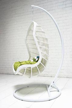 fauteuil de jardin suspendu sur pied métallique