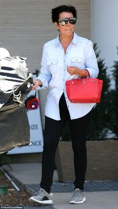 Shopping solo: Kris Jenner went shopping at the Westfield Promenade mall in Los Angeles on Saturday Estilo Kris Jenner, Kris Jenner Style, Kardashian Style, Kardashian Jenner, Birkin, Casual Chique, Casual Outfits, Fashion Outfits, Mature Fashion