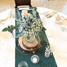 c10110826329f グリーンのテーブルランナーが 森の雰囲気を一層引き立ててくれます . . . テーマに沿った トータルコーディネート とっても素敵✨な披露宴会場でした  .