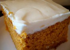 This delightful pumpkin pie sheet cake has a pumpkin pie filling top and a thick, cakey crust. The perfect dessert for pumpkin pie taste without a traditional pie crust. Just Desserts, Delicious Desserts, Dessert Recipes, Yummy Food, Cupcakes, Cupcake Cakes, Paula Deen Pumpkin Bars, Scones, Yummy Treats