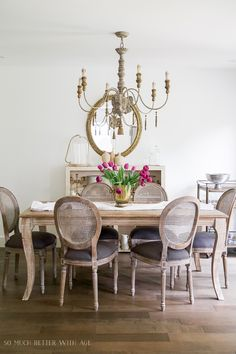 French Vintage Dining Room before and after photos - So Much Better With Age French Dining Tables, French Country Dining Room, Christmas Room, Diy Room Decor, Room Decorations, Home Decor, Dining Room Inspiration, Paint Colors For Living Room, Bedroom Layouts