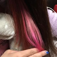 WEBSTA @ tomo_towayuki - あ!髪の毛昨日、姉に染めてもらいましたマニパニのホットホットピンク思ってたより、ピンク!! ようすけには不評(笑)まあ、直しませんけどね(インスタ見てるからあえて宣言)#インナーカラー#マニパニ#ホットホットピンク