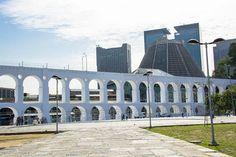 Catedral ao fundo dos Arcos da Lapa, no Rio de Janeiro.