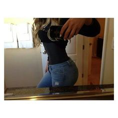 Khole Kardashians waist is killer.