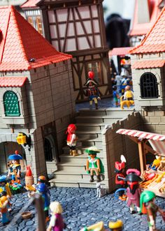 This wonderful Pirate diorama created by David (PCC member Xostra) is displayed at this year's exhibition at the FunPark in Zirndorf, Germany. Playmobil Sets, I Love House, Toy Display, Fantasy Miniatures, Heart For Kids, Medieval Art, Jouer, Lego City, Playroom