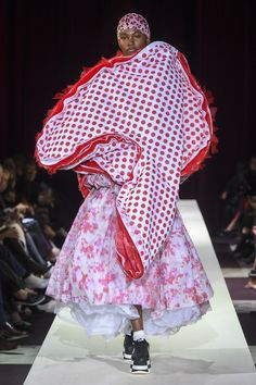 The complete Comme des Garçons Fall 2018 Ready-to-Wear fashion show now on Vogue Runway.