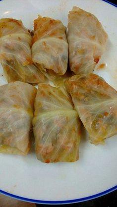 Rollos de col rellenos Cabbage Wraps, Honey Recipes, Paleo Recipes, Deli Food, No Cook Meals, Quick Meals, Cabbage Recipes, Tamales, Latin Food