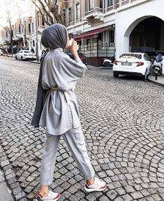 Hijab Styles 632896553867202081 - Classique … Source by zizknsns Modest Fashion Hijab, Modern Hijab Fashion, Street Hijab Fashion, Casual Hijab Outfit, Hijab Fashion Inspiration, Hijab Chic, Muslim Fashion, Mode Inspiration, Hijab Fashion Style