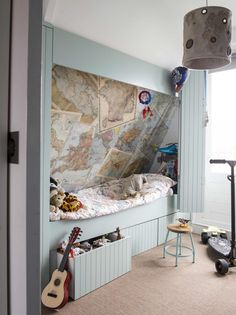 Garçons 13 pièces lit avec sommier à cartes Attic Bedrooms, Kids Bedroom, Bedroom Decor, Small Attic Room, Attic Spaces, Creative Kids Rooms, Small Space Interior Design, Ikea Malm, Loft Room