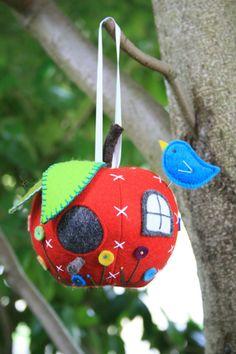 Apple House : A PDF mini sewing pattern. Pincushion by ricracsews