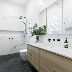 A little inspiration to kick off Thursday. We love this stylish combination of materials used in this ensuite by Modern Bathroom, Small Bathroom, Master Bathroom, Bathrooms, Bathroom Ideas, Toilet Decoration, Vanity Units, Open Plan Kitchen, Bathroom Organization