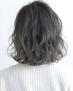 ボブをカラーでアップデート♡2019年春の旬カラー|【HAIR】 Korean Short Hair, Short Curly Hair, Curly Hair Styles, Elegant Hairstyles, Pretty Hairstyles, Hair Inspo, Hair Inspiration, Hair Arrange, Hair Reference