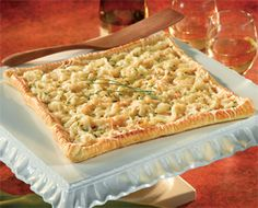 Caramelized onion tart Slowly cooking sweet onions until golden creates a sophisticated filling between the flaky puff pastry crust and the smooth Parmesan cheese topping. Puff Pastry Recipes, Tart Recipes, Appetizer Recipes, Cooking Recipes, Holiday Appetizers, Fun Appetizers, Puff Pastries, Meal Recipes, Pizza