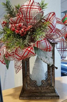 Easy And Simple Christmas Latern Ideas For Your Room Sumcoco Christmas Lanterns, Christmas Swags, Christmas Centerpieces, Xmas Decorations, Simple Christmas, Christmas Holidays, Christmas Crafts, Christmas Ideas, Burlap Christmas